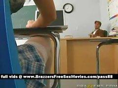 Colegiala blonde caliente a la escuela