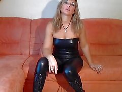 blond Duits in catsuit