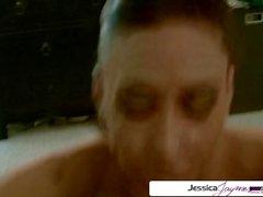 Jessica Jaymes chupando una polla monstruosa, grandes tetas y gran botín