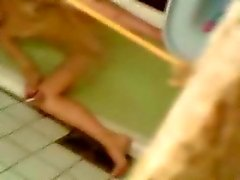 Min kinky flickvän fångad onanerar i bath tub .
