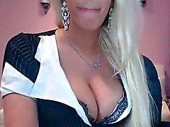 Cette blonde a méga seins pour vous