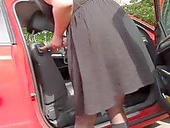 Sukkahousut upskirt autossa