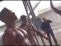 Hübscher Muskeljunge