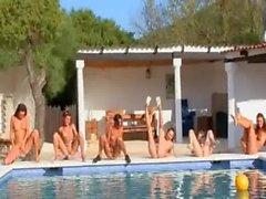 Des Six femmes nues de la piscine Allemagne