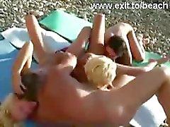 Openbare Swinger Viertal op Naakt Beach