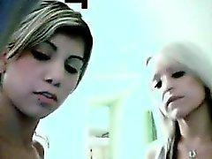 adolescentes lesbianas comiendo coño de levas