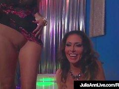 Busty Milfs Julia Ann & Jessica Jaymes Gör Double BlowJob!
