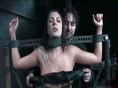 Busty esmer Chayse Evans bu BDSM filmde kadar bağlıdır