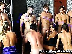 Del BI Chupadas orgía curioso grupo