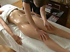 Fottuta selvatica dopo il massaggio