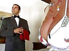 Holly Halston en la Golpeando el mayordomo
