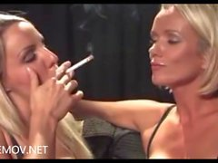 Dannii Harwood et Lucy Zara Fumeurs
