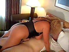 Hot Kurvikas Busty Vanhemmat Cougar Gets Kinky