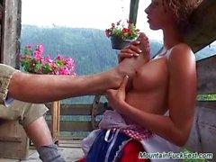 Baise anal difficile à la montagne