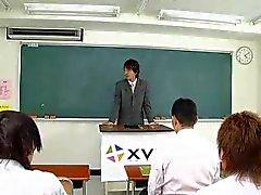 Japanse babe neuken in de klas