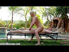Tüm Kız Masajı Anikka Albrite Dani Daniels'ı yaladı