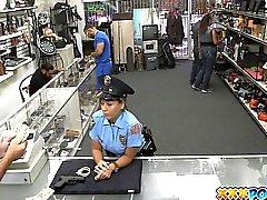 Трахается сексуальный Сотрудник полиции в Моего ломбарда