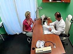 Eccitata Blonde scopata in all'ospedale