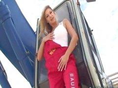 De Big de pecho Carol Goldnerova plantea con excavación de la máquina