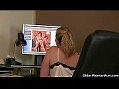 Мама смотрит онлайн порно и нужно, чтобы выйти