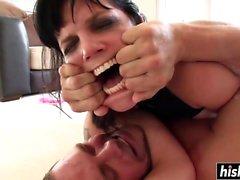 Bobbi Starr nauttii hardcore BDSM-porauksesta