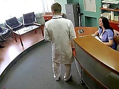 Doutor que fode doente da Sérvia sobre câmera de segurança