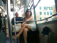 Upskirt française Bus Bel