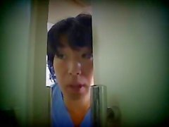 Japanse verpleegkundige zorg haar patiënt