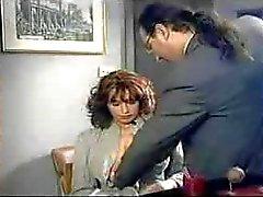 Mycket sexig italiensk kvinna med extremt ful man :