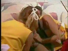 pom-pom girls étudiants baisée par guy bien accroché