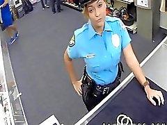 Oikea poliisi moonlights niin Ho Panttilainaamokin osoittautuu