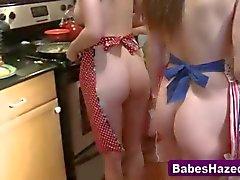 niñas encanta cocinar y mostrar