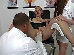 Nederlandse blonde bezoeken de Squirt Clinic deel 1