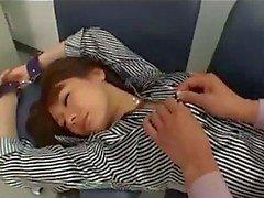 Aasian tyttö saappaat rapped Getting käsiraudoissa