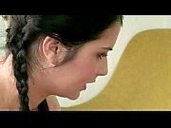 Die Tochter liebt nicht die behaarte Muschi ihrer Mutter - Margot