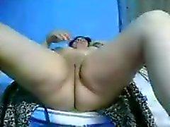 Hij maakt haar cum op webcam