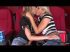 Sinema HD At Blue Angel Sandy; lezbiyen, sarışın, kedi, porno, hd, 1080p, yalama, öpüşme, parmak
