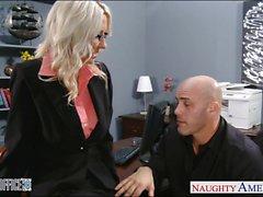 Sexy blonde d'Emma Starr a se cloué au bureau