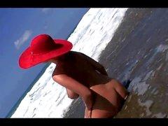 Asina McClain su Wild spiaggia serie