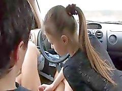extreme pijpbeurt in mijn auto