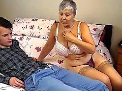 Granny Savana mit wirklich hartem Stick gefickt