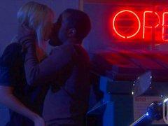 Blonde Brooke Banner получает свою жесткие киска , заполненный черно хер