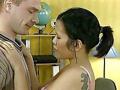 Voortijdige Amateur Office mooie Thaise Azië Meisje tweemaal Cumshot !