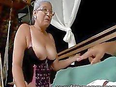 Mature granny Eva eenenzeventig jaar oud met de man seks