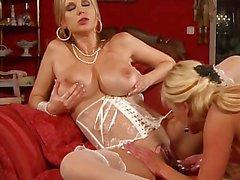 Très chaud Milfs lesbiens O / Beaux seins des Géants