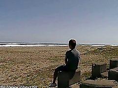 Horny Aasian Twinks ottaa intohimoinen seksiä rannalla