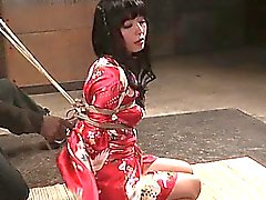 Japanese subslut gets her tits bound up tight