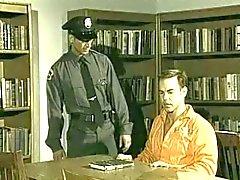 Prisoner azgın bir polis tarafından becerdin olduğunu