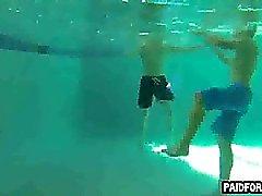Geraden Hobby großes Stück Das Saugen am Unterwasser Hahn