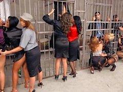 Группу потаскушек а роговыми пижоны в тюрьме ебля хардкор